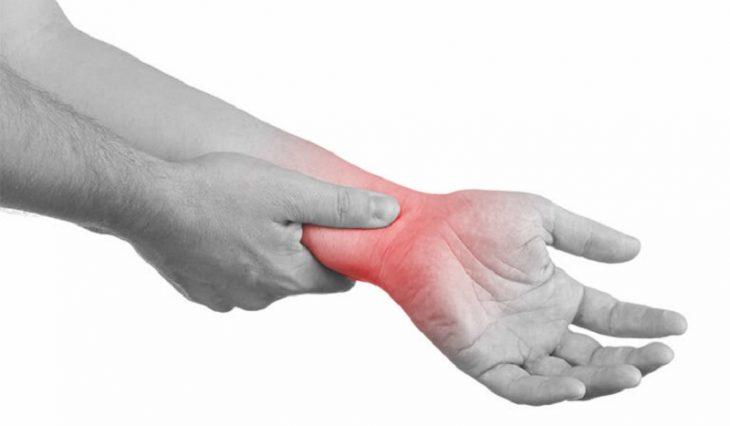 Viêm khớp cổ tay có nguy hiểm không? Điều trị thế nào?