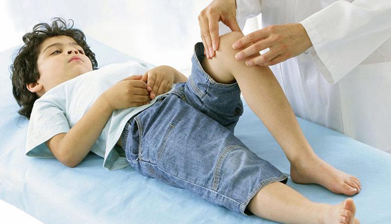 Viêm khớp gối ở trẻ em khi nào cần gặp bác sĩ