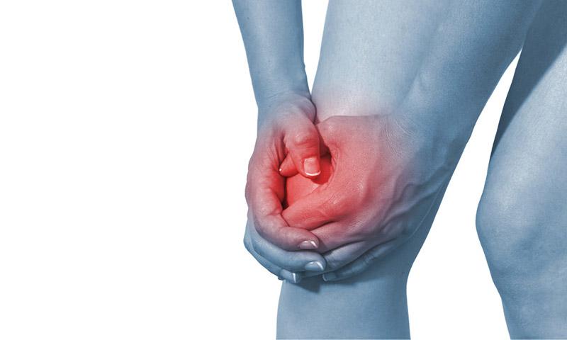 Viêm khớp gối tràn dịch biểu hiện tình trạng dịch trong khớp gối tăng cao