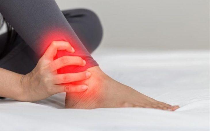 Viêm khớp mắt cá chân có nguy hiểm không? Điều trị như thế nào?