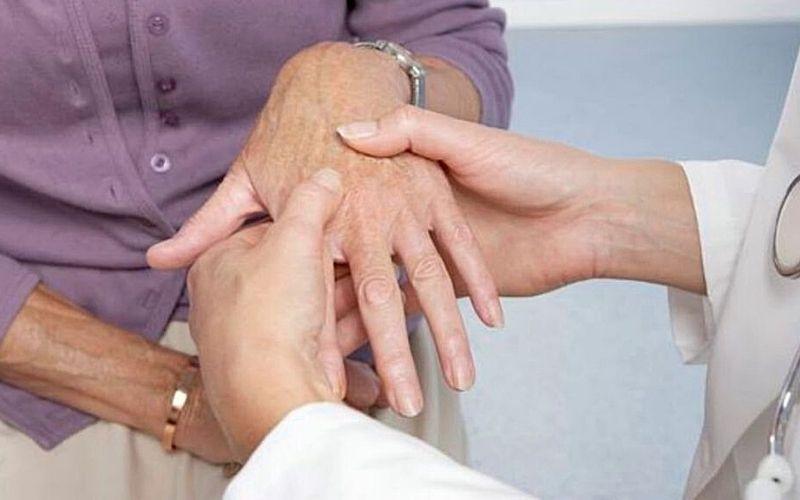 Sưng đau là triệu chứng dễ dàng nhận biết nhất