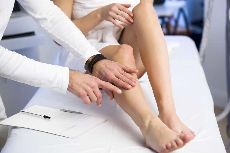 Viêm khớp thiếu niên là viêm khớp mạn tính xảy ra ở trẻ dưới 16 tuổi