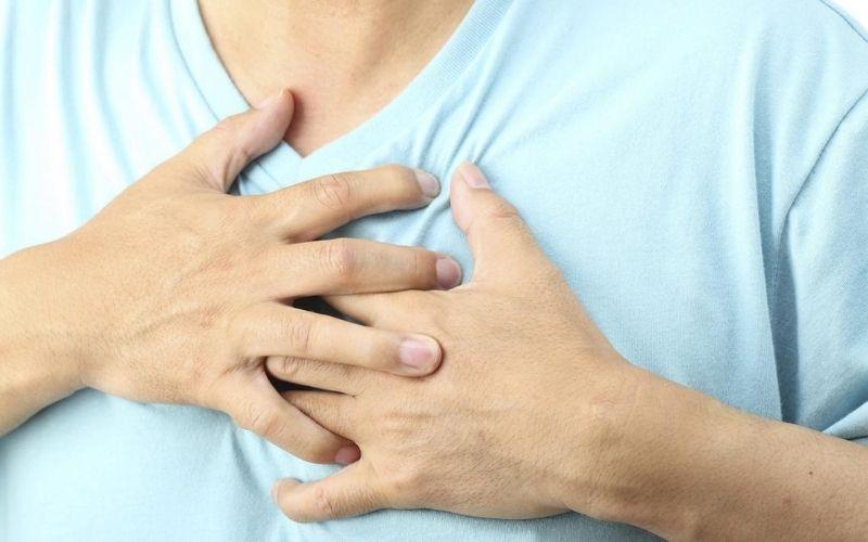 Những triệu chứng đau khi hít thở mạnh là dấu hiệu đầu tiên của viêm khớp ức sườn