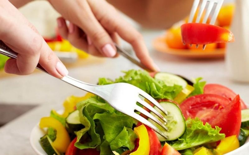 Chế độ ăn uống khoa học luôn cần thiết trong quá trinh điều trị