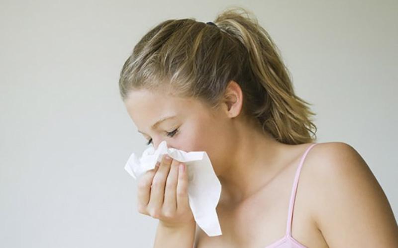 Viêm mũi dị ứng là tình trạng tổn thương niêm mạc mũi kéo dài trên 12 tuần
