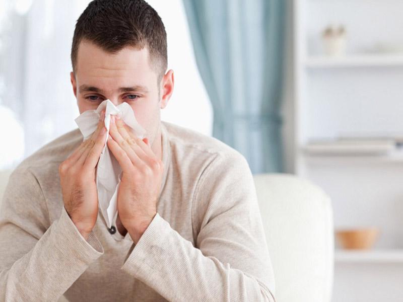 Viêm mũi xuất tiết gây sung huyết lan tỏa và phù nề niêm mạc mũi