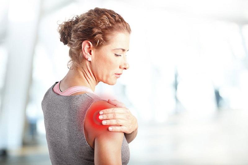 Nguyên nhân gây viêm cứng khớp vai hiện chưa được xác định rõ