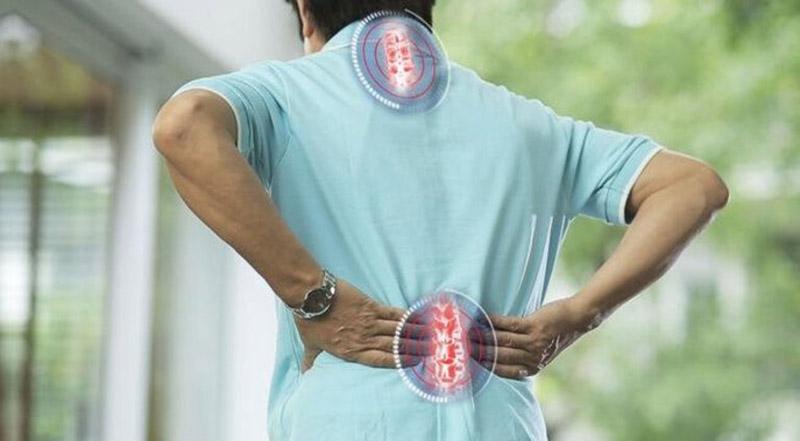 Vôi hóa cột sống có thể gây ra bởi nhiều nguyên nhân khác nhau