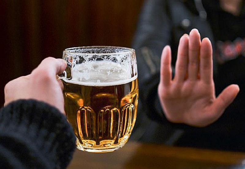 Bị tiểu buốt hãy kiêng rượu bia