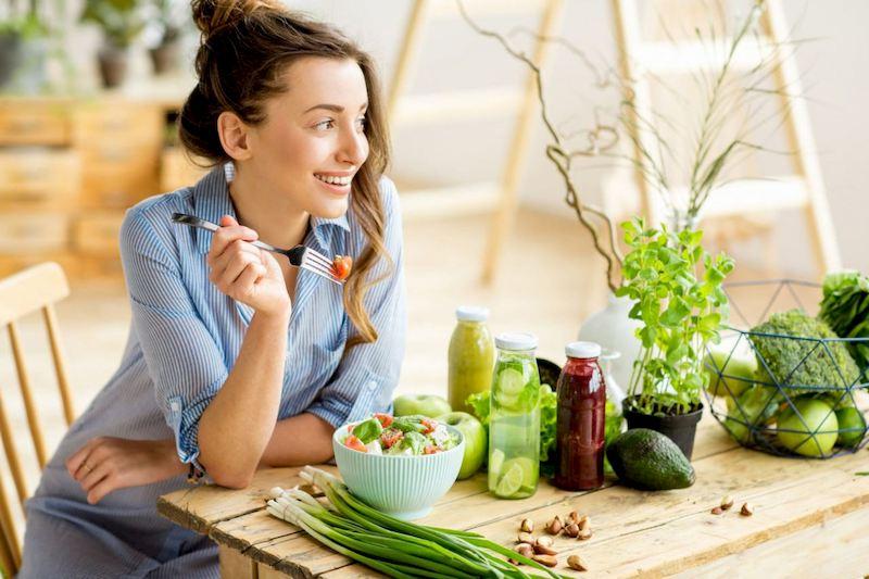 Ăn uống đúng bữa, đảm bảo dinh dưỡng cũng là biện pháp phòng ngừa và điều trị bệnh hiệu quả
