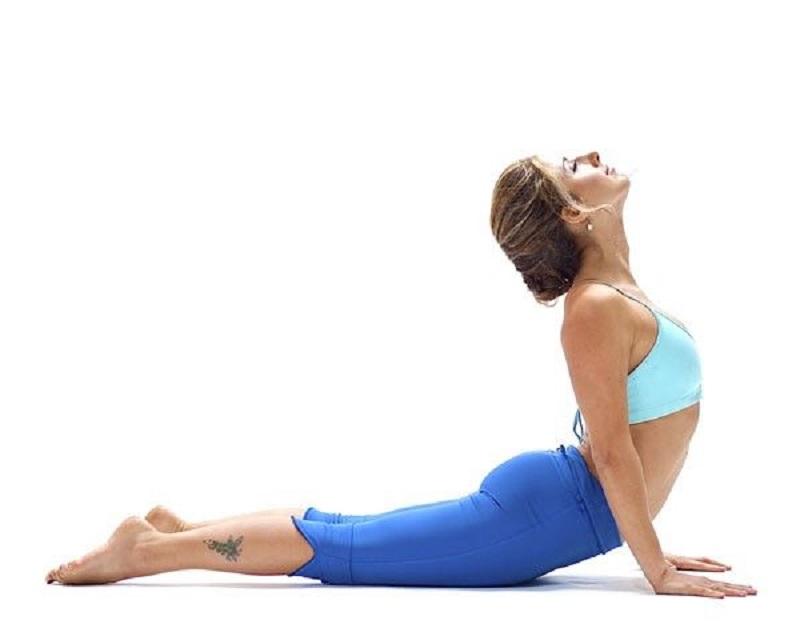 Bài yoga tư thế rắn hổ mang điều chingr khớp và dây chằng cột sống hiệu quả