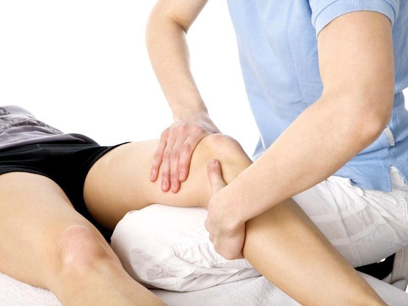 Bấm huyệt chữa thoái hóa khớp gối giúp lưu thông khí huyết, giảm đau, giãn cơ