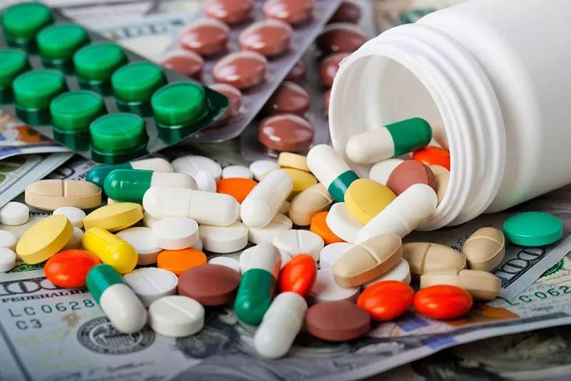 Bị dị ứng khắp người không rõ nguyên nhân có thể được điều trị bằng thuốc Tây y