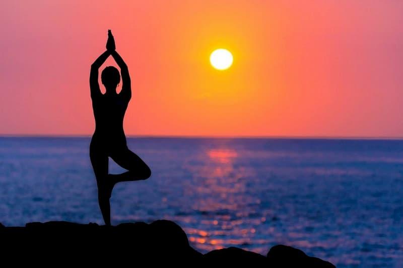 Yoga là môn thể thao thích hợp với người bệnh thoái hóa xương khớp