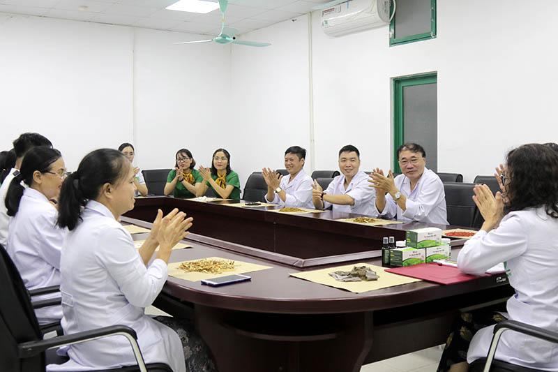 Đội ngũ chuyên gia y bác sĩ hàng đầu tham gia dự án nghiên cứu giải pháp điều trị bệnh hô hấp mùa hè tại Đông y Việt Nam