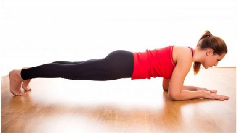 Tư thế hít đất giúp làm thẳng vùng xương sống tránh đau nhức khớp lưng