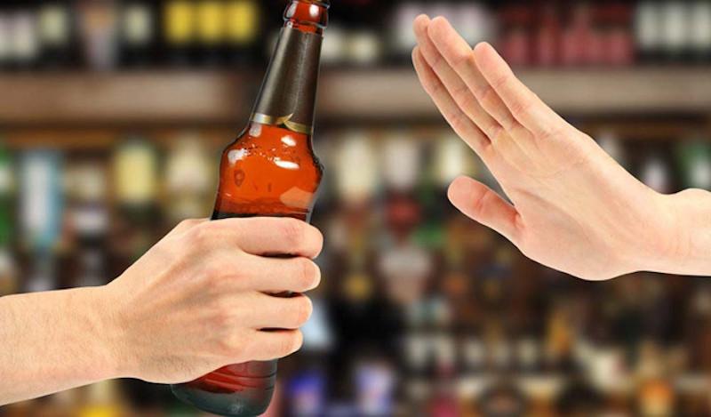 Loại bỏ rượu bia, chất kích thích ra khỏi chế độ ăn uống