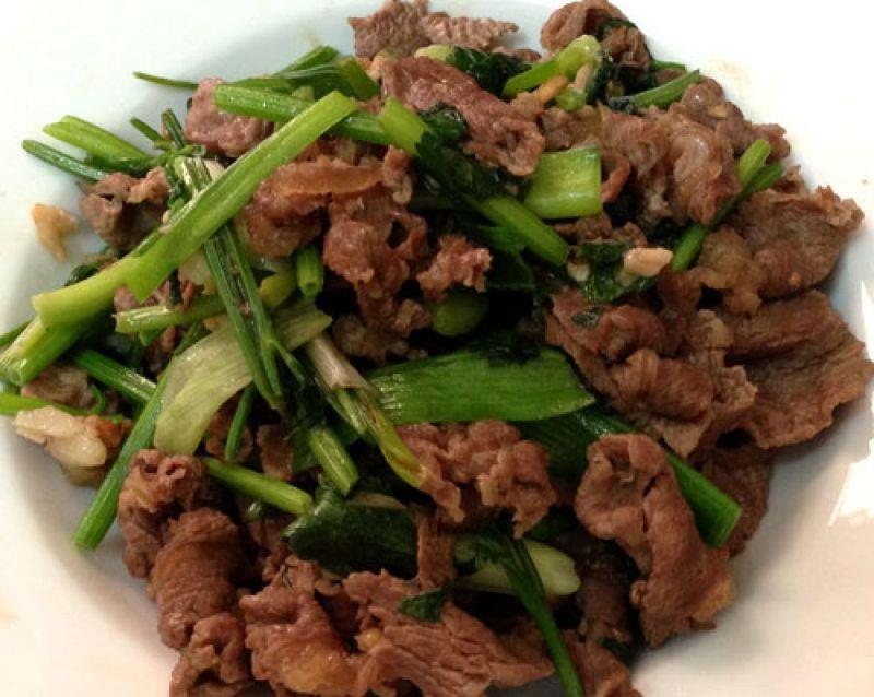 Thịt bò xào tỏi món ăn vừa thơm ngon, vừa cải thiện sinh lý nam giới