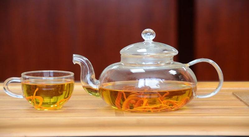 Đông trùng hạ thảo dạng khô được dùng để pha trà phổ biến hơn cả