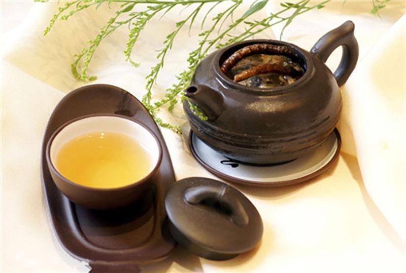 Đông trùng hạ thảo tươi dùng để pha trà cần được lựa chọn kỹ càng, loại hết các tạp chất độc hại