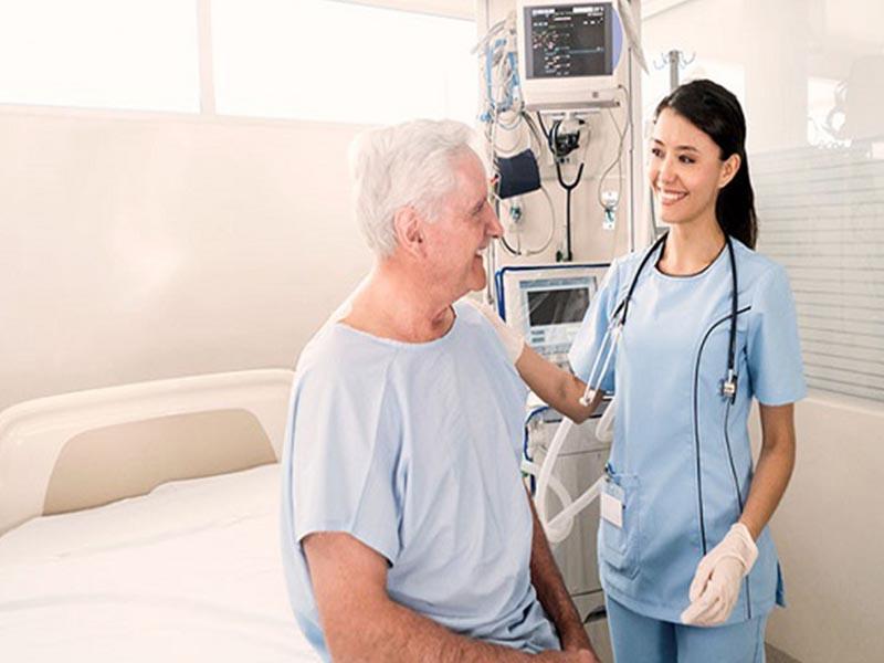 Chăm sóc bệnh nhân thoát vị đĩa đệm tại viện nếu thấy bất thường cần báo ngay cho bác sĩ