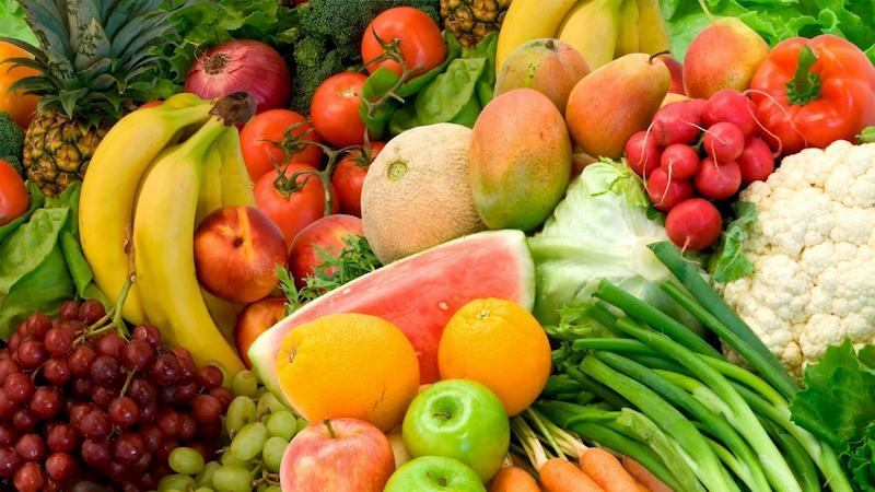 Rau quả tươi có chứa các loại vitamin tốt cho cơ thể trong quá trình điều trị bệnh