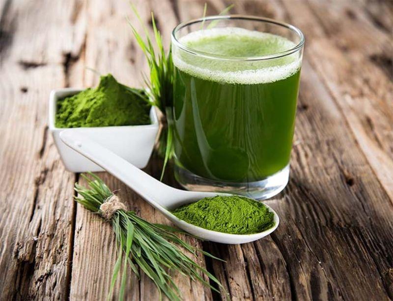 Uống nước ép lá hẹ giúp tăng cườn sinh lý