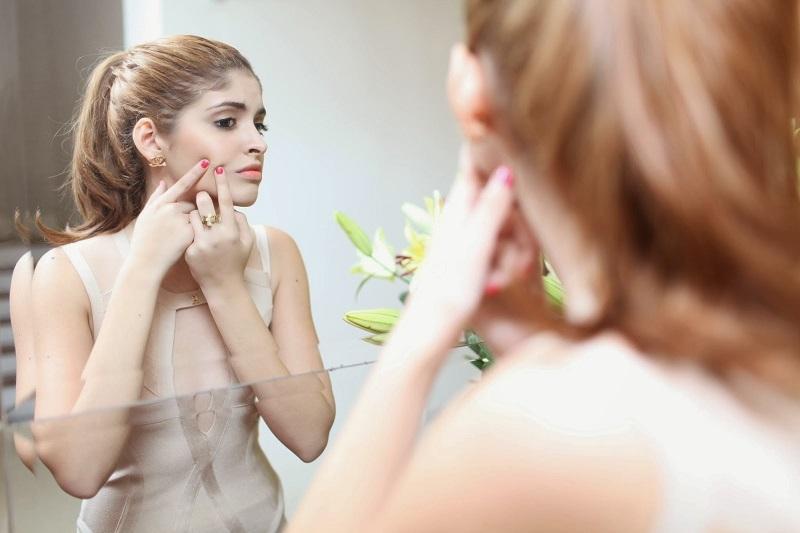 Những nguyên nhân gây nên tình trạng da mặt ngứa và nổi mụn