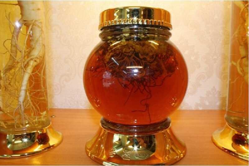 Rượu đông trùng hạ thảo với mật ong là một bài thuốc bổ vô cùng tốt cho sức khỏe sinh lý của nam giới