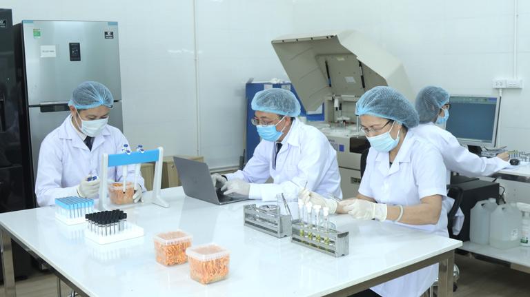 chuyên gia nghiên cứu đông trùng hạ thảo Vietfarm