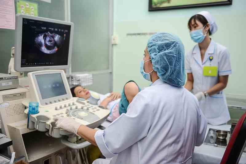 Thăm khám phụ khoa bệnh viện Đại học Y Hà Nội