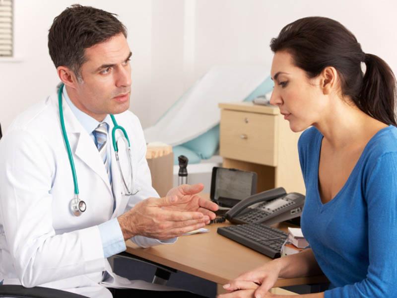 Tham vấn ý kiến của bác sĩ hoặc dược sĩ trước khi sử dụng thuốc