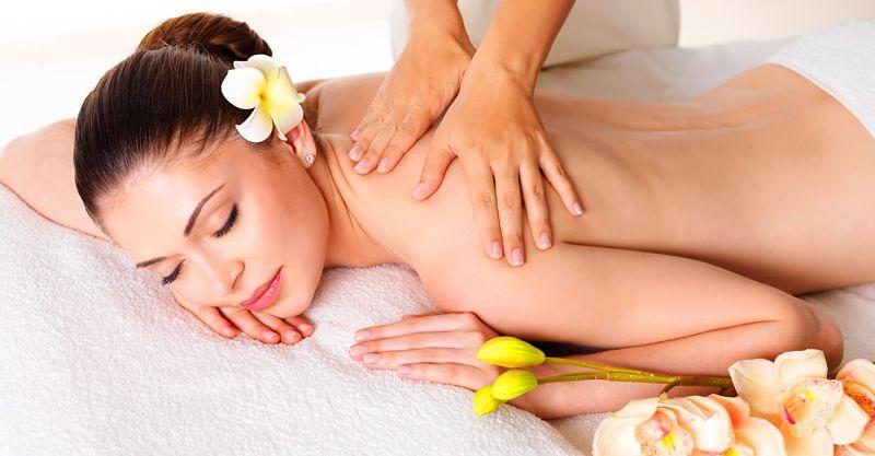 Massage cho người bị thoát vị đĩa đệm sẽ giúp giảm đau, kích thích máu huyết lưu thông