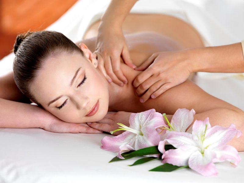 Massage cổ và xoa bóp vai gáy giúp giảm tình trạng đau nhức