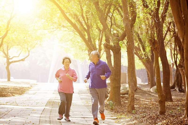 Người bệnh nên tăng cường tập luyện thể dục thể thao để phục hồi chức năng xương khớp