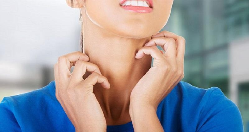Ngứa khắp người không nổi mẩn do nấm do bệnh tuyến giáp