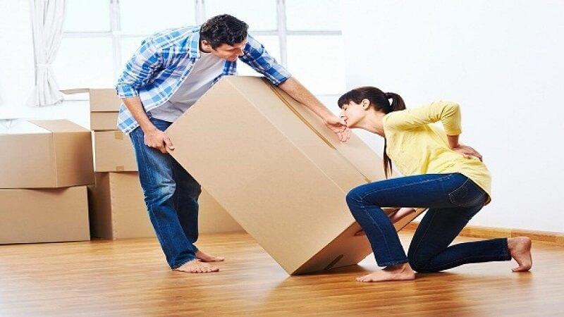 Tránh mang vác vật nặng để hạn chế tổn thương lên khớp gối