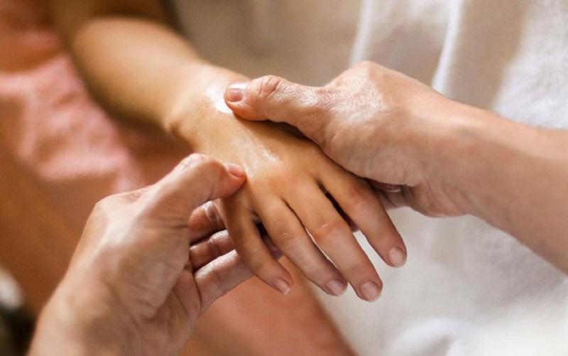 Chân tay thường bị co rút khi bị căn bệnh này