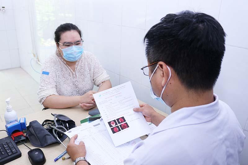 Kết hợp thăm khám, kiểm tra với Tây y