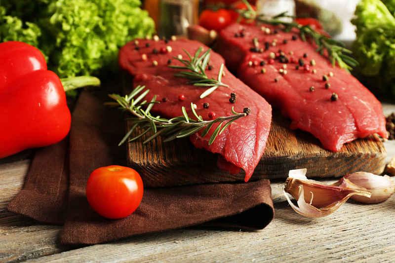 Người bị trĩ nên hạn chế ăn các loại thịt đỏ