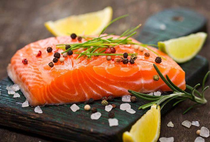 Thoái hóa cột sống thắt lưng nên ăn gì? Thực phẩm giàu omega 3