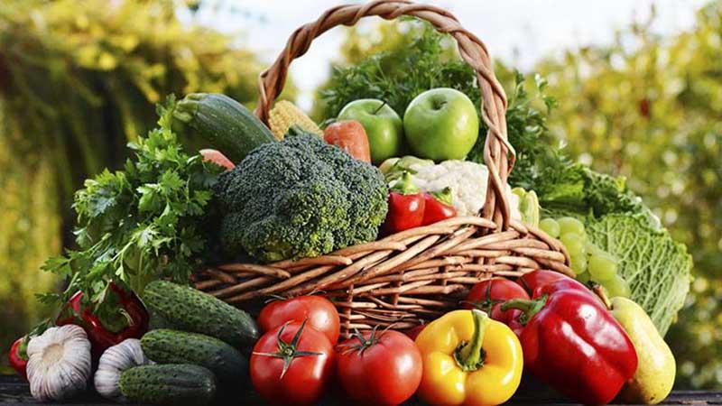Rau củ quả là nhóm thực phẩm cần thêm vào thực đơn của người bệnh xương khớp