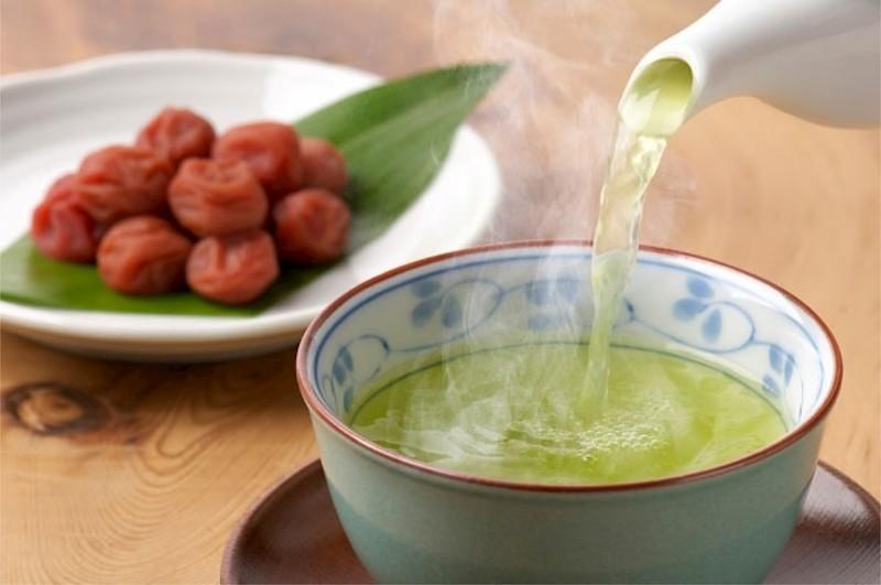 Có thể sử dụng trà xanh kết hợp mật ong và chanh tươi để trị bệnh sổ mũi tại nhà