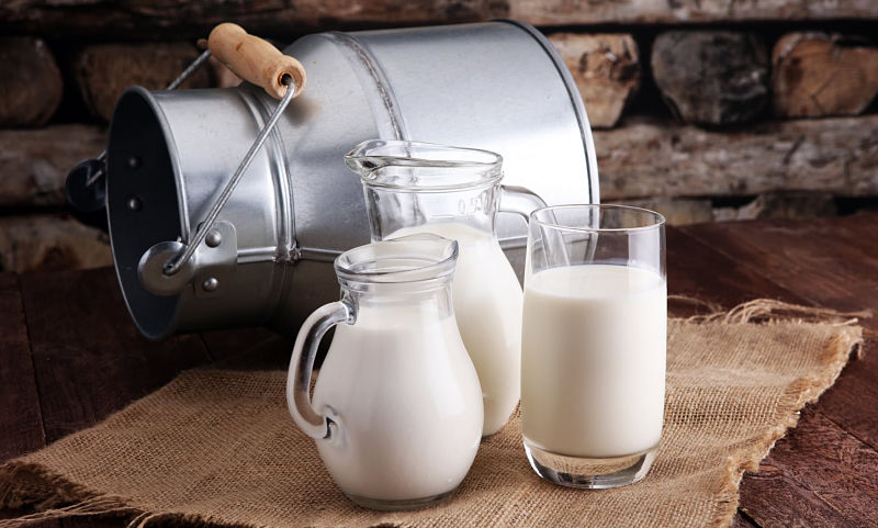 Người bị thoát vị đĩa đệm phải biết cách uống sữa đúng cách