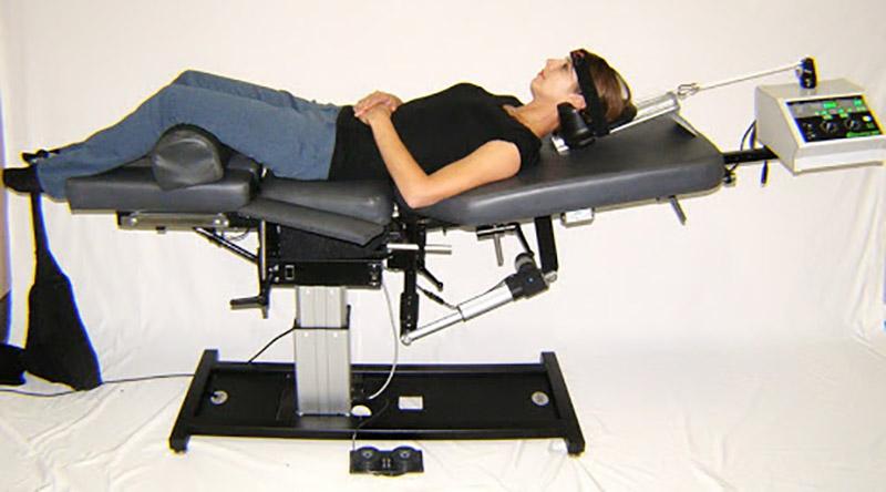 Bệnh nhân chỉ nên sử dụng thiết bị kéo giãn cột sống cổ khi có sự giám sát của các chuyên gia vật lý trị liệu
