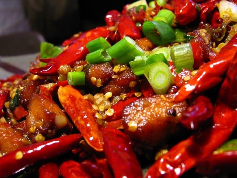 Viêm nấm phụ khoa nên tránh ăn đồ cay nóng