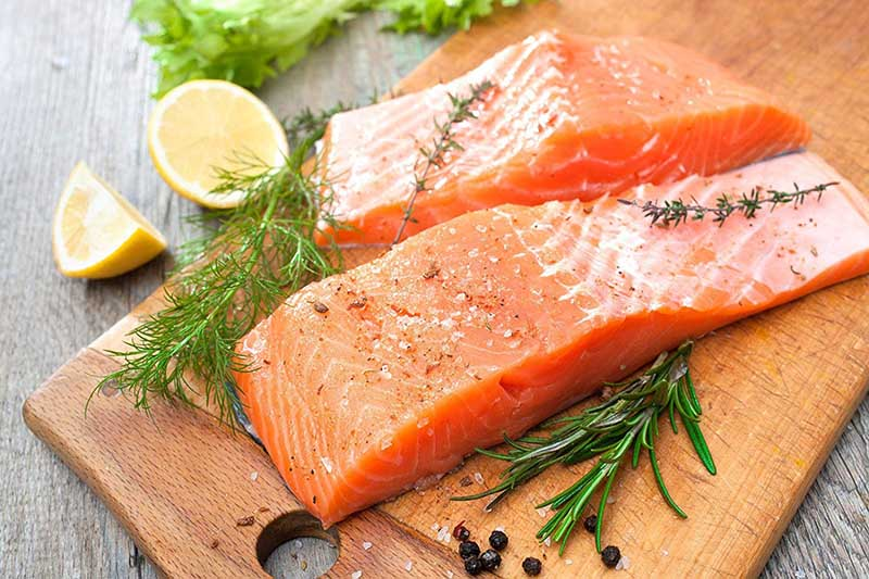Cá hồi chứa nhiều Omega 3 tốt cho bệnh nhân bị viêm tuyến tiền liệt