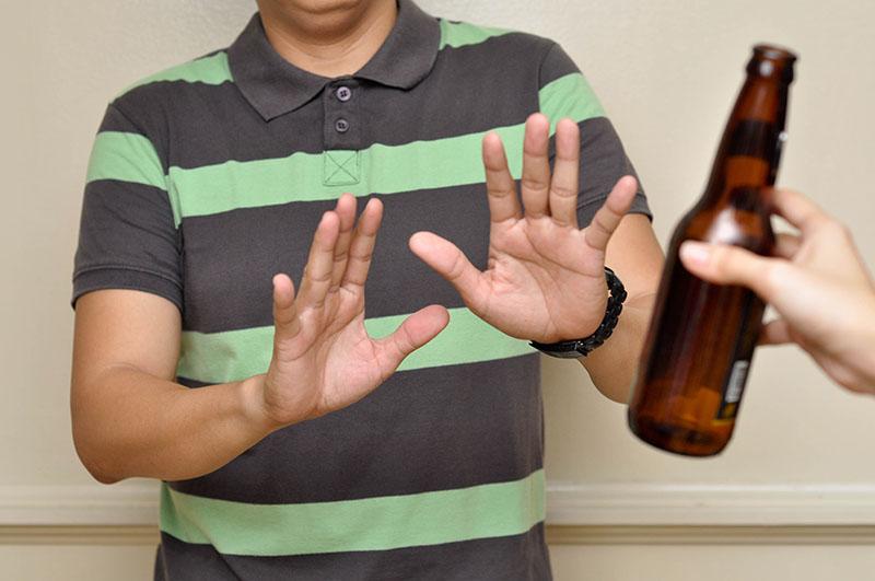 Người bị viêm tuyến tiền liệt nên kiêng rượu bia