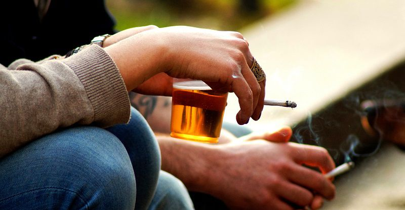 Thuốc lá, bia rượu có tác động không nhỏ đến nguy cơ mắc bệnh