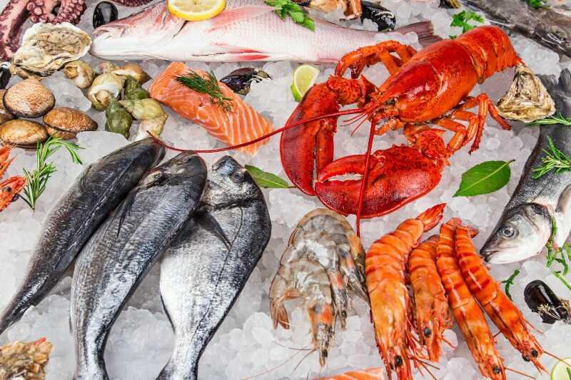 Người bị ho kiêng ăn gì? Tránh các thức ăn tanh như hải sản